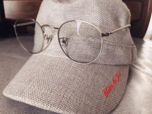 メガネと帽子