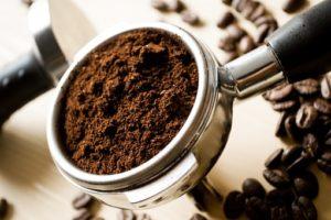 削ったコーヒー豆