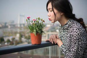 植物と女性