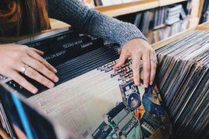 レコードを探す人