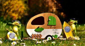 おもちゃの家とカエル