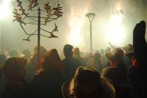 祭りに来た人々